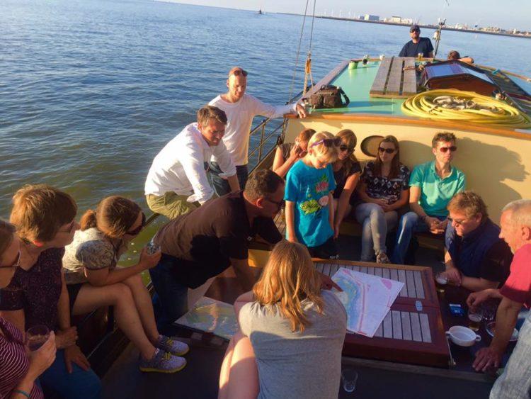 Uitleg van de schipper over de route