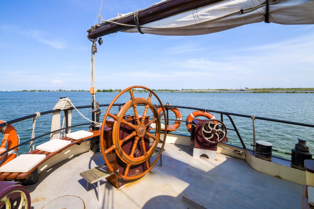 Interieur fotos van antiek zeilschip de Waterwolf, het achterdek