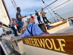 Ein Jubiläum auf einem Boot feiern