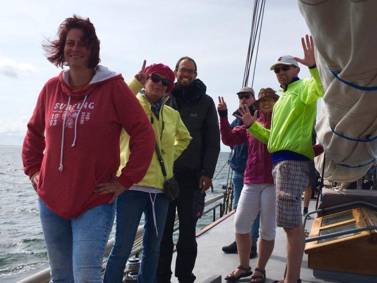 groepsreizen op een antieke zeilboot