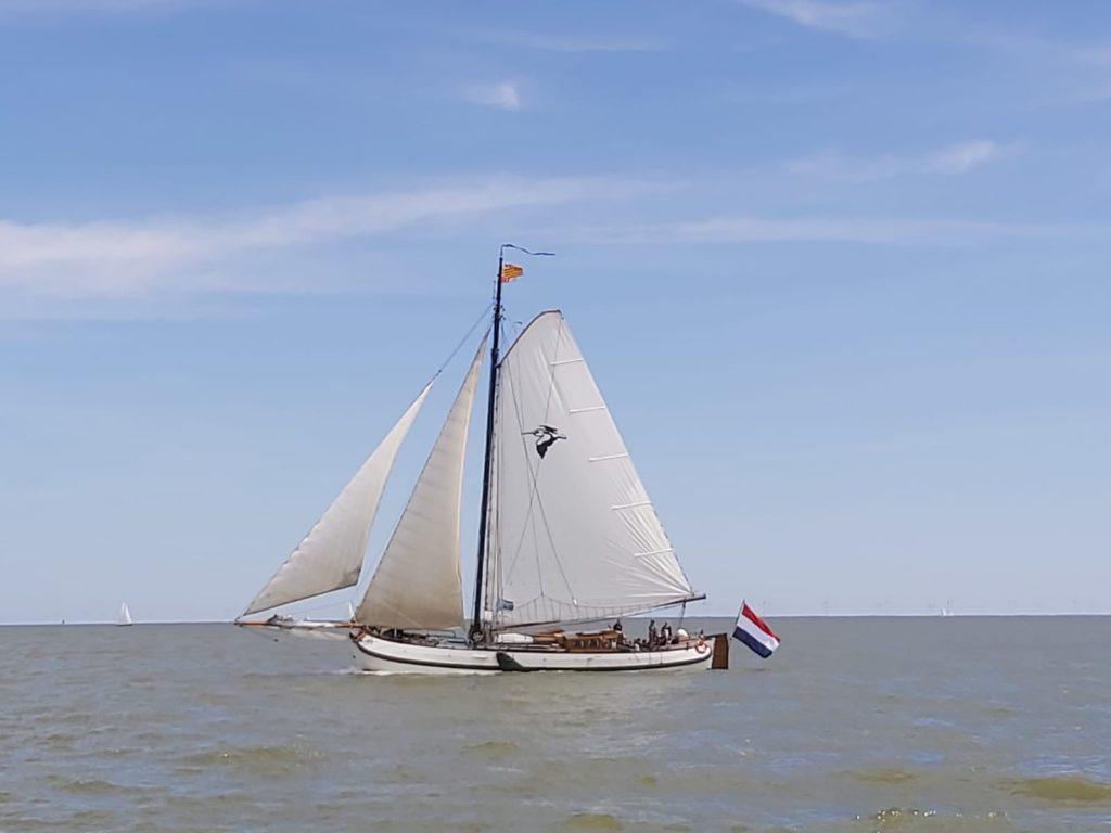 Een zeilschip tijdens eerste tocht 1 juni 2020