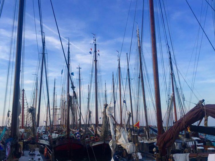 Masten in de haven van Terschelling