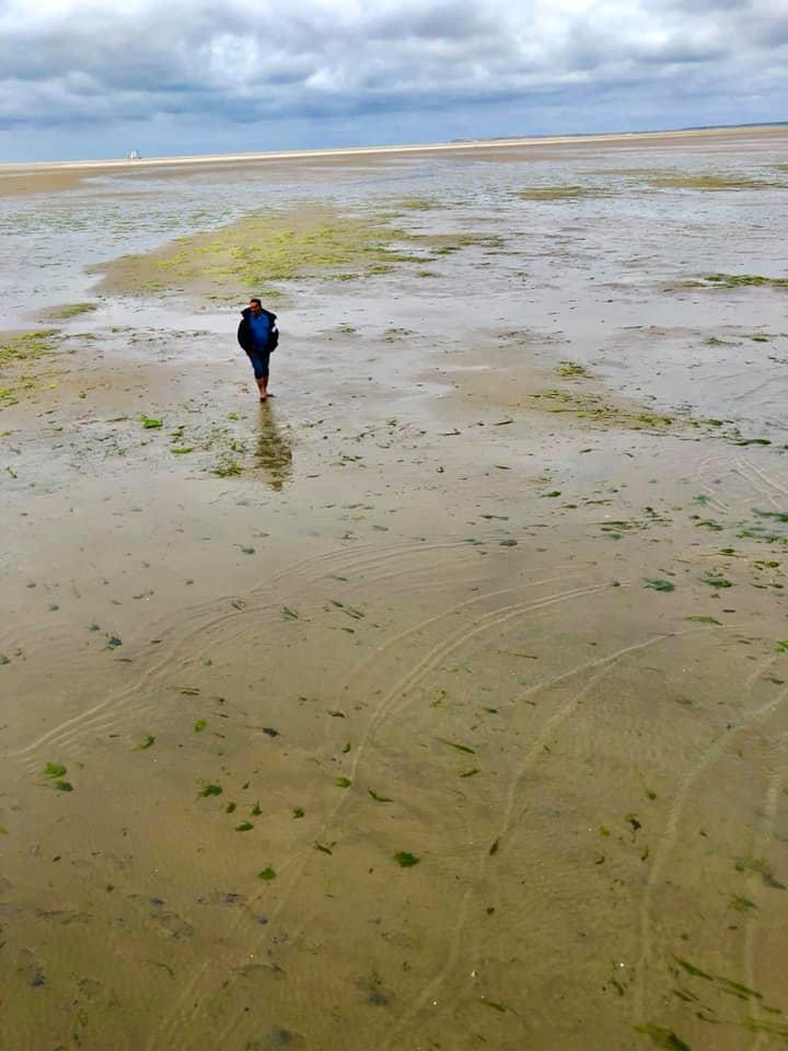 Wadlopen tijdens een zeilvakantie op een zandbank