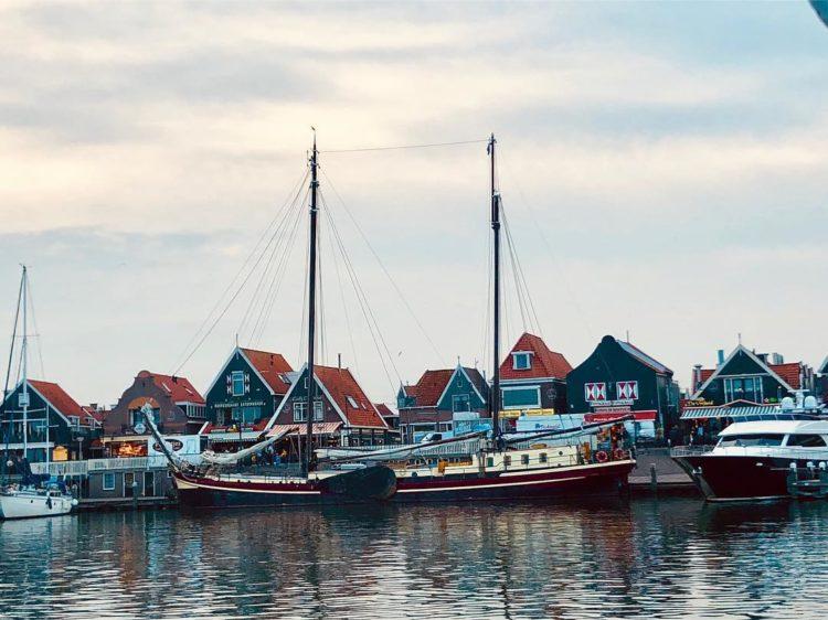 De Waterwolf in de haven van Volendam