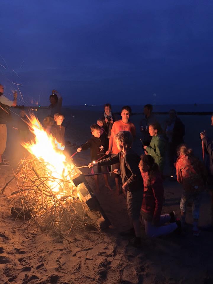 kampvuurtje op het strand van Vlieland