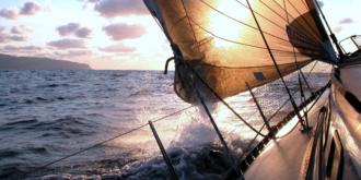 Zeilen op open zee