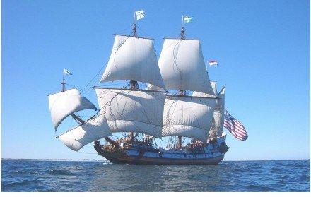 Replica van het schip ' Aanloop Molengat' vergaan nabij Texel met volle zeilen