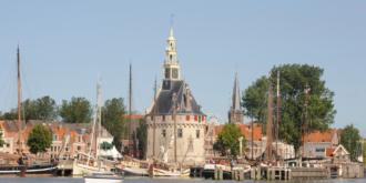 De haven van Hoorn met de Hoofdtoren