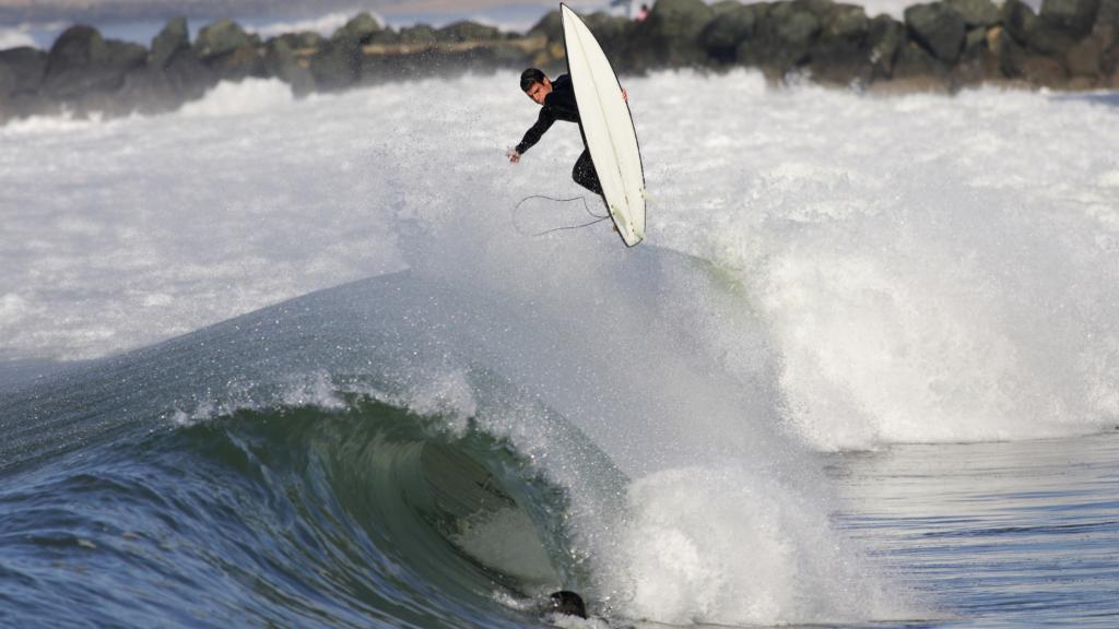 Golf surfing in Nederland is enorm populair vanwege de prachtige golven.