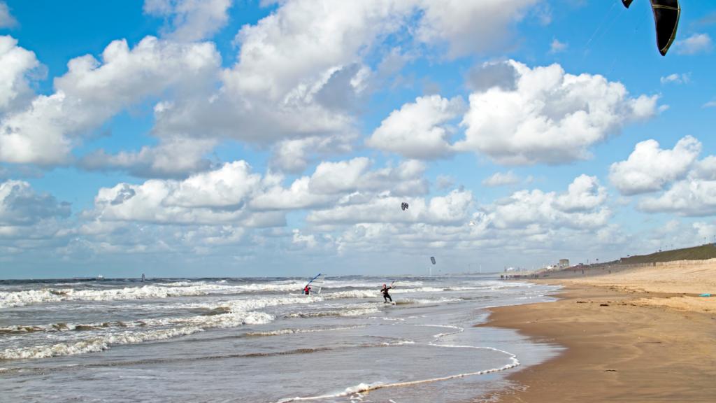 Coole surf golven bij Wijkiki Wijk aan Zee