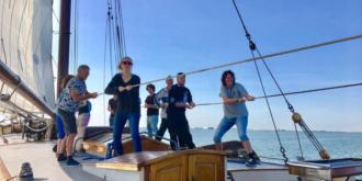 Die zehn besten Betriebsausflüge an Bord eines Segelschiffs