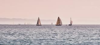 Segelschiffe auf See