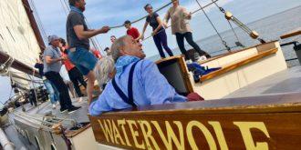 Familienausflug an Bord eines traditionellen Segelschiffes